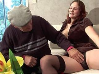 Un paysan baise une femme de son village
