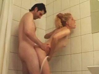 Baise amateur sous la douche