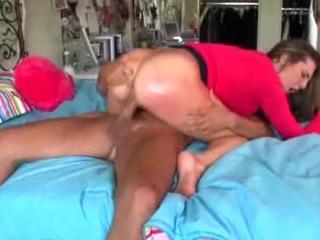 Jeune amatrice au gros cul